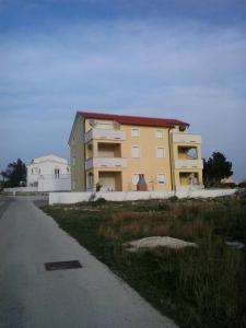Apartment Elza, Apartments  Povljana - big - 9
