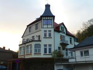 Kurhaus Trifels-Gästehaus Villa Waldfrieden - Annweiler am Trifels