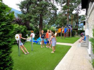 Camping La Cascade, Apartmanházak  Le Bourg-d'Oisans - big - 11
