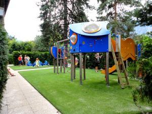 Camping La Cascade, Apartmanházak  Le Bourg-d'Oisans - big - 14