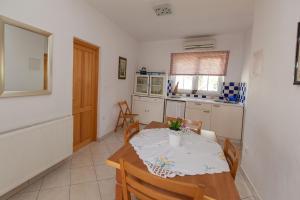 Apartments Vila Rosa Mora, Apartmány  Crikvenica - big - 18