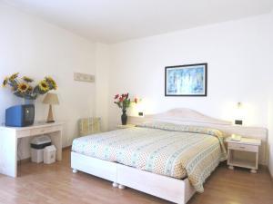 Hotel Zanella, Hotels  Nago-Torbole - big - 29