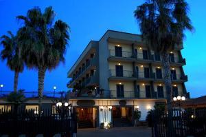 Hotel Ristorante Donato, Hotely  Calvizzano - big - 98