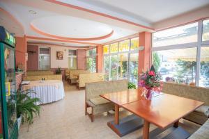 Family Hotel Bohemi, Hotely  Ravda - big - 65