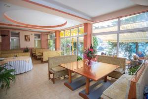 Family Hotel Bohemi, Hotely  Ravda - big - 66