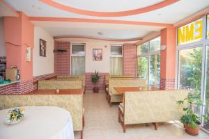 Family Hotel Bohemi, Hotely  Ravda - big - 67