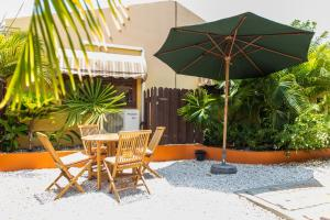 Cariñas Studio Apartments, Apartmány  Palm-Eagle Beach - big - 22