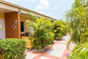 Cariñas Studio Apartments, Apartmány  Palm-Eagle Beach - big - 20