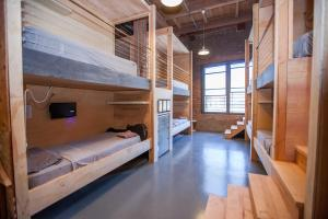 Bunk Bed in Mixed Dormitory Room PodShare DTLA