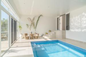 Currawong Close - Heated Pool, Home Theatre, WiFi, 4 bdrm, Pool Table