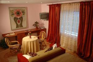 Country Club La Mesteceni, Gasthäuser  Sebeş - big - 2