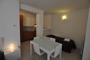 BB Hotels Aparthotel Navigli, Apartmánové hotely  Miláno - big - 77