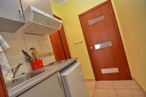 One-Bedroom Apartment with Balcony (2 Adults) Apartments Dinko Zifra