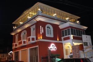 Hotel Boutique Restaurant Gloria, Отели  Тирана - big - 20