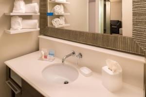 Hampton Inn & Suites Orlando-East UCF, Hotely  Orlando - big - 8