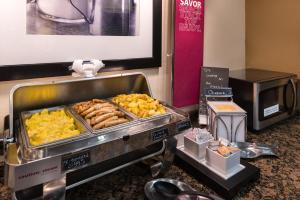 Hampton Inn & Suites Orlando-East UCF, Hotely  Orlando - big - 58