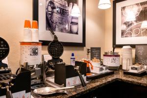 Hampton Inn & Suites Orlando-East UCF, Hotely  Orlando - big - 56