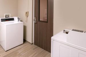 Hampton Inn & Suites Orlando-East UCF, Hotely  Orlando - big - 45