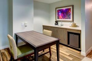Hampton Inn & Suites Orlando-East UCF, Hotely  Orlando - big - 19