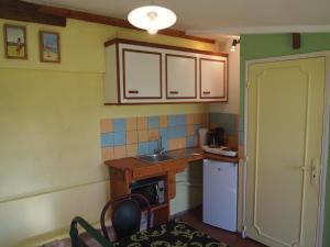 Chambres et Tables d'hôtes à l'Auberge Touristique, Bed and breakfasts  Meuvaines - big - 5