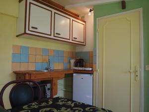 Chambres et Tables d'hôtes à l'Auberge Touristique, Bed and breakfasts  Meuvaines - big - 2