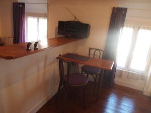 Chambres et Tables d'hôtes à l'Auberge Touristique, Bed and breakfasts  Meuvaines - big - 29