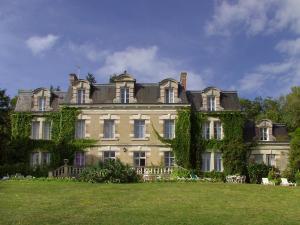 . Château des Tertres