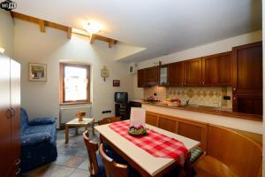 Appartamenti Violalpina - Piazza Costanzi - AbcAlberghi.com
