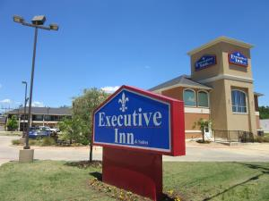 Executive Inn and Suites Tyler, Мотели  Тайлер - big - 1