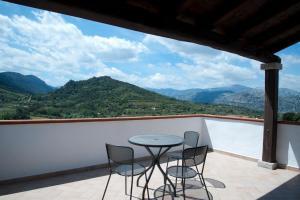 Dreibettzimmer mit Bergblick