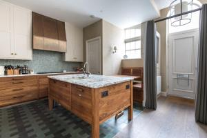 onefinestay - South Kensington private homes III, Апартаменты  Лондон - big - 149