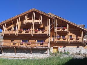 Location gîte, chambres d'hotes Chalet Le Pot de Miel dans le département Hautes alpes 5