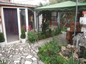 Lile Pestani Accommodation, Гостевые дома  Пештани - big - 100