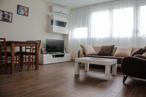 Cozy Apartment in Zemun, Apartments  Belgrade - big - 1