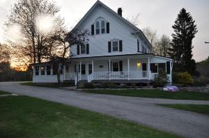Pleasant Lake House B&B - Accommodation - Casco