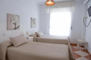Double or Twin Room with Private Bathroom Hostal Jomarijo