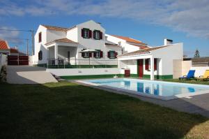 Casa Mateus, Mosteiros