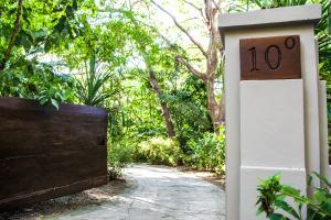 Latitude 10 Exclusive Beach Resort, Hotely  Pláž Santa Teresa - big - 40