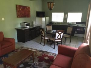 Mountain Trail Lodge and Vacation Rentals, Лоджи  Окхерст - big - 119