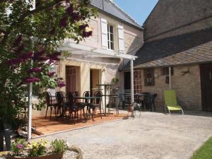 Chambres et Tables d'hôtes à l'Auberge Touristique, Bed and breakfasts  Meuvaines - big - 27