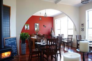 Tipi and Bobs Waterfront Lodge, Turistaházak  Tryphena - big - 53