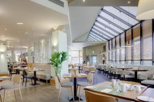 Hilton Manchester Airport Hotel, Hotely  Hale - big - 34
