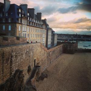 Apartment Le 1725, Ferienwohnungen  Saint-Malo - big - 15