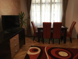 Carpathian Apartment, Apartmány  Brašov - big - 27
