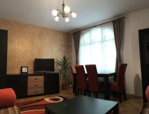 Carpathian Apartment, Apartmány  Brašov - big - 26