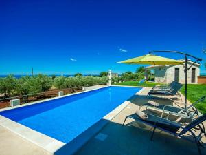 Picturesque Villa with Swimming Pool in KastelirLabinci