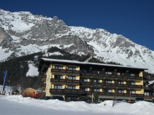 Ferienhotel Knollhof - Hotel - Ramsau am Dachstein