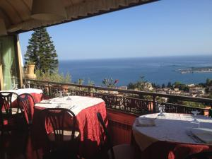 Villa Greta Hotel Rooms & Suites, Hotels  Taormina - big - 21