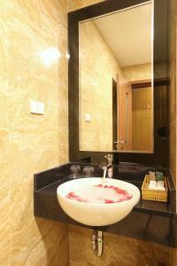 Au Viet Hotel, Hotel  Hanoi - big - 35