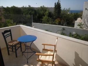 Crique au calme à Égine Aegina Greece